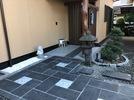 M邸アプローチ完成 ベトナム産石材石張り 表札の画像1